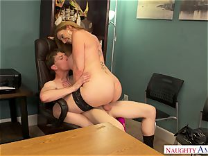 Cоugаr works her honeypot in the office in the work-off day