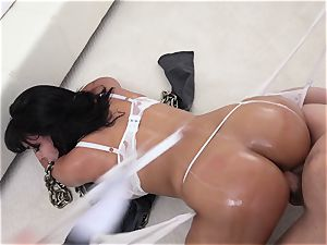 bootylicious Cuban wifey gets penetrated and creampied