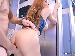 Diamond Foxxx unexpectedly inhaling off her stepson at the gloryholes