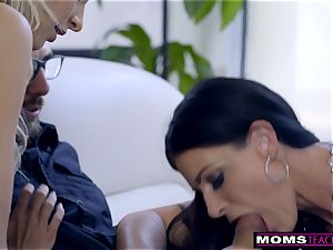 mom plows sonnie And slurps creampie For Thanksgiving handle