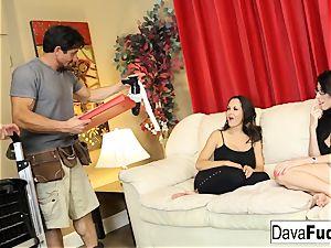 Dava and Ava pulverize their handymen