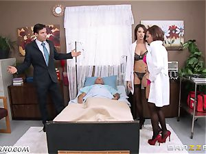 Kortney Kane & Madison Ivy - porn 3some in a clinic ward