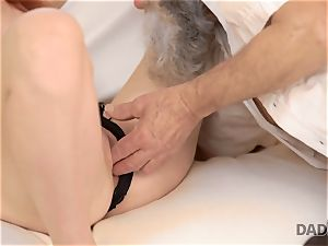 DADDY4K. messy guy fingers gf for hotwife on him with horny parent