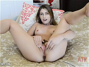 Kristen Scott touches labia until she orgasms