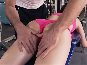 Gym stunner Casey Calvert lovinТ her exercise