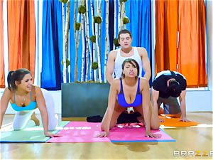 hard workout for Abella Danger and Cassidy Banks