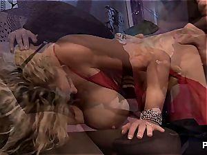 Secret agents demolish platinum-blonde cooters in a thrilling Nikita porno parody