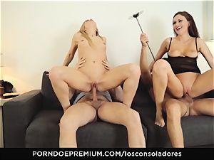 LOS CONSOLADORES - super-sexy Claudia Bavel FFM threeway