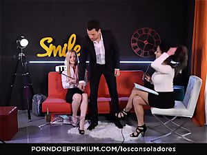 LOS CONSOLADORES - muscled man rod for 2 marvelous babes