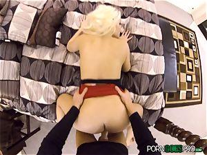 insatiable blondie honey Britney Amber fucked in her jummy fuckbox pie pudding