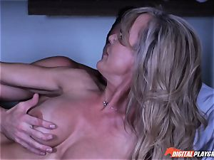 cougar Brandi enjoy secretly deep throating man rod