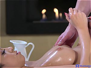 oiled up Eurobabe gets a huge creampie