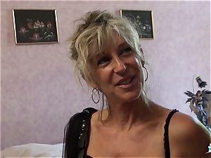 LA COCHONNE - whorish French mature gets roughed up pound