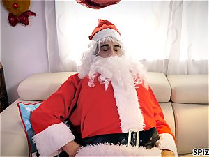 Spizoo - observe Jessica Jaymes pounding Santa Claus