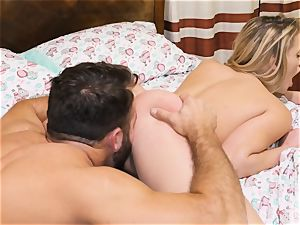 Chad milky heads deep in Mia Malkova