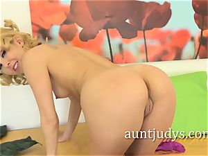 Aaliyah enjoy Wants a posture at the Office