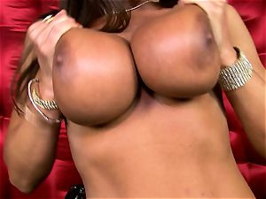 jaw-dropping Lisa Ann uncovers her phat yummy globes